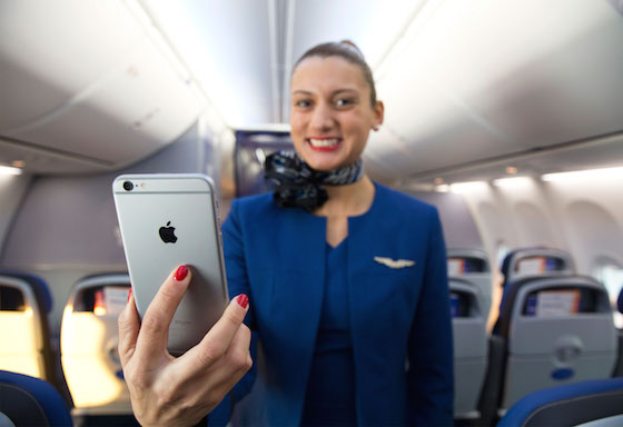 United Airlines iPhone 6 Plus - United Airlines : 23 000 iPhone 6 Plus pour les hôtesses & stewards
