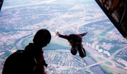 61536 580 un iphone 4 qui survit a une chute de plus de 300 metres - 320 mètres après il est toujours intact !!!