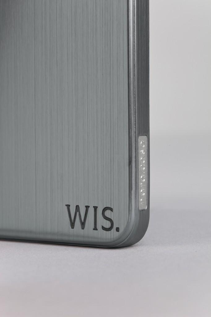 WIS black macro 682x1024 - Concours : 10 coques officielles WIS à gagner !
