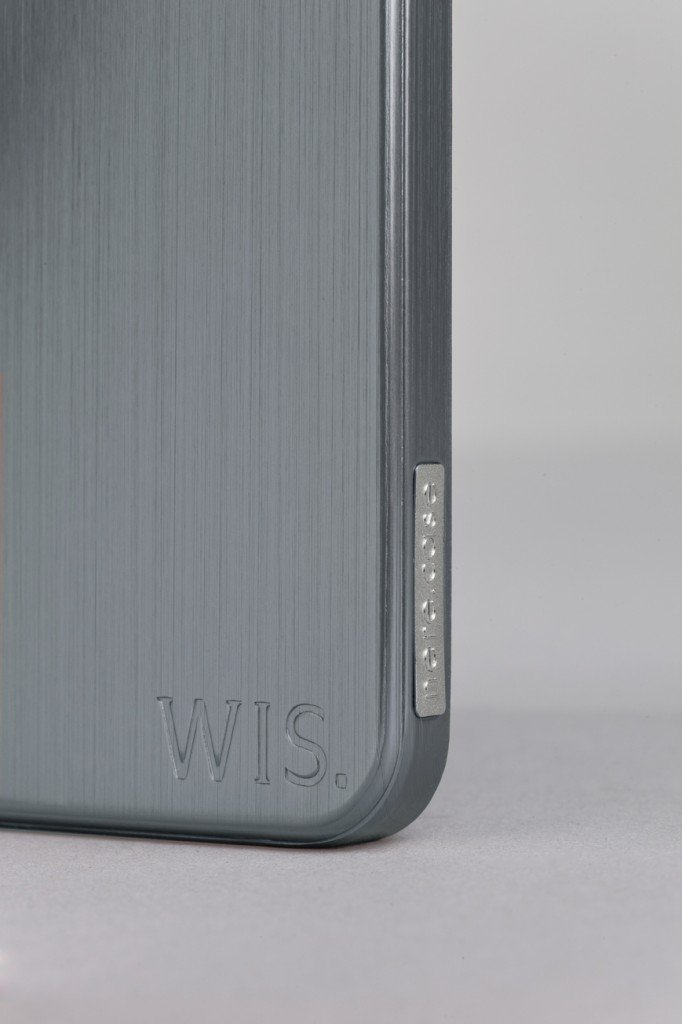 WISmacro simple 682x1024 - Concours : 10 coques officielles WIS à gagner !