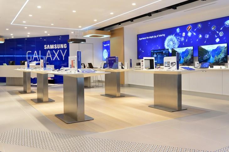 """Samsung ouvre un """"Store"""" à une station de celui d'Apple"""