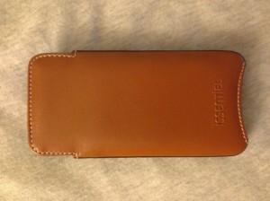 issentiel 4 300x224 - iPhone 5 : les étuis en cuir de luxe par Issentiel