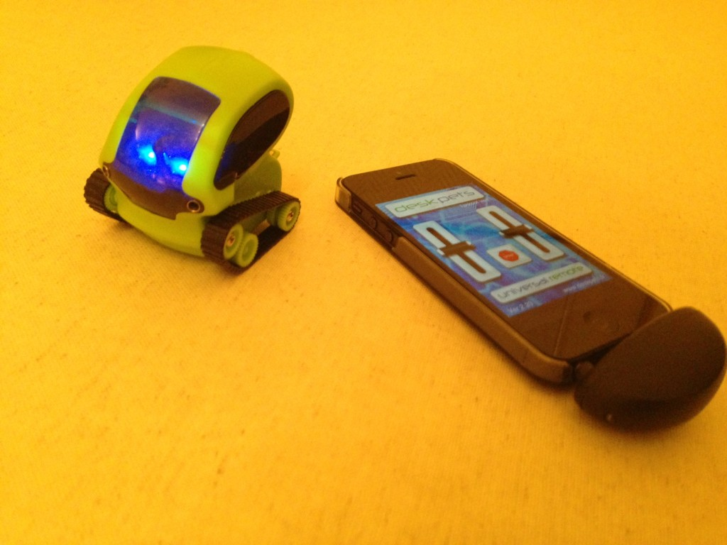 iphone-deskpet-tankbot