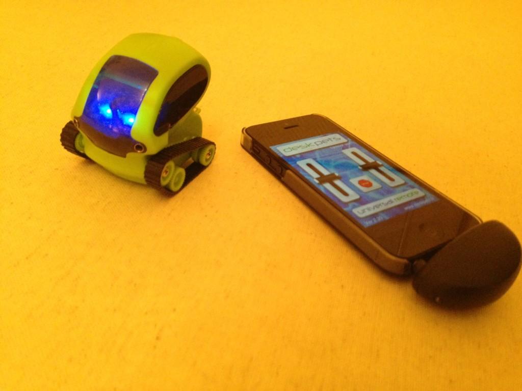 iphone deskpet tankbot 1024x768 - DeskPet Tankbot : le robot commandé par iPhone
