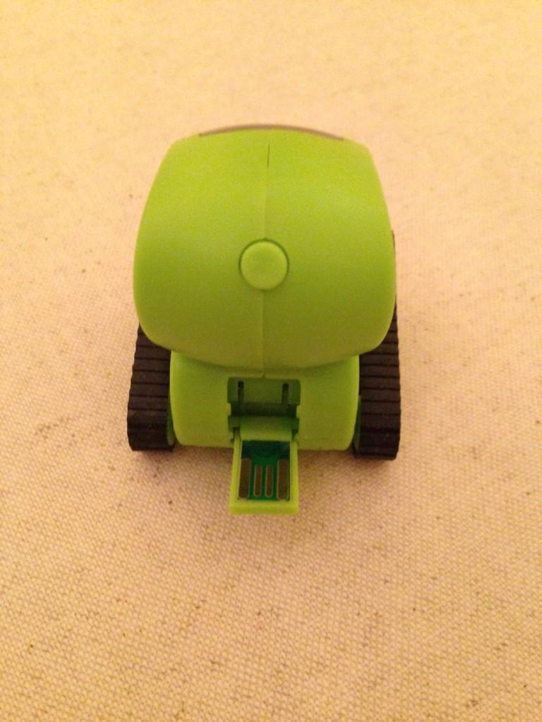 tankbot iphone 768x1024 - DeskPet Tankbot : le robot commandé par iPhone