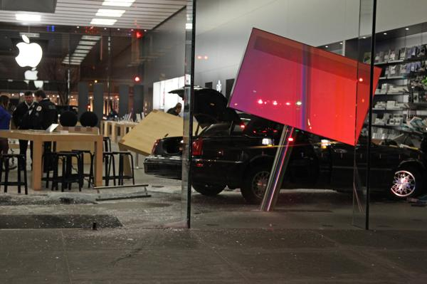 Apple-Store-Lincoln-Park-Accident