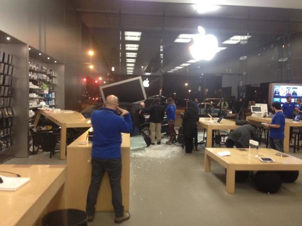 Apple Store Lincoln Park crash - Apple Store : accident de voiture à Chicago