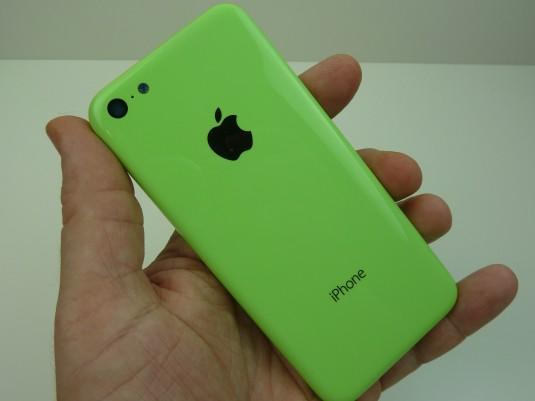 iPhone 5C : photos de boutons colorés et modèle vert