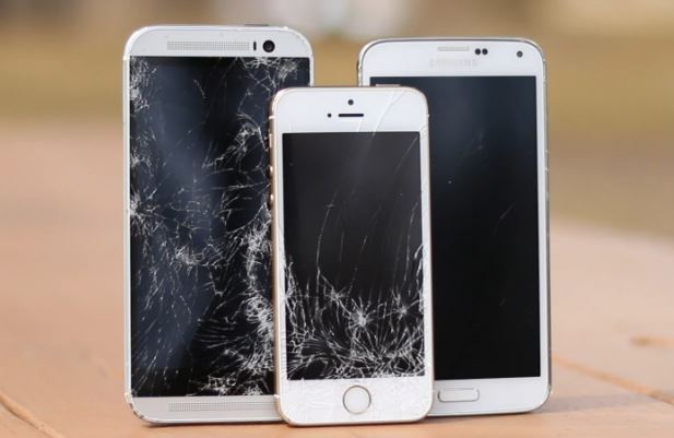 iPhone 5S vs HTC One M8 vs Galaxy S5 : drop test