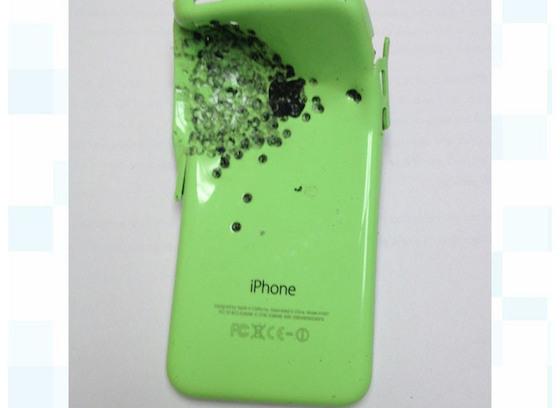 Insolite : un iPhone 5C « pare-balles » sauve la vie d'un homme