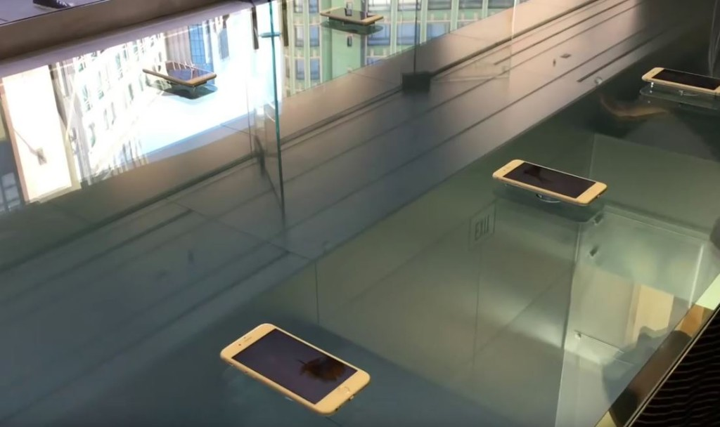 Apple-Store-3D-Touch-tables