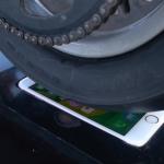 Insolite : un burn de moto sur l'écran de l'iPhone 6S (vidéo)