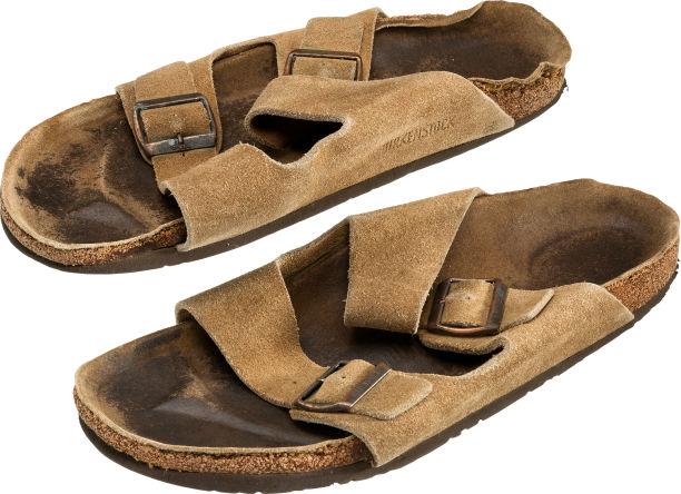 sandale de steve jobs vendue aux encheres - Apple : de vieux objets de Steve Jobs vendus aux enchères