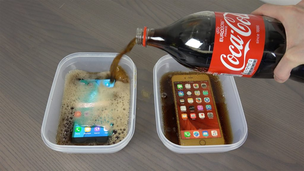 Samsung-Galaxy-S7-Edge-vs-iPhone-6S-Plus-coca-cola