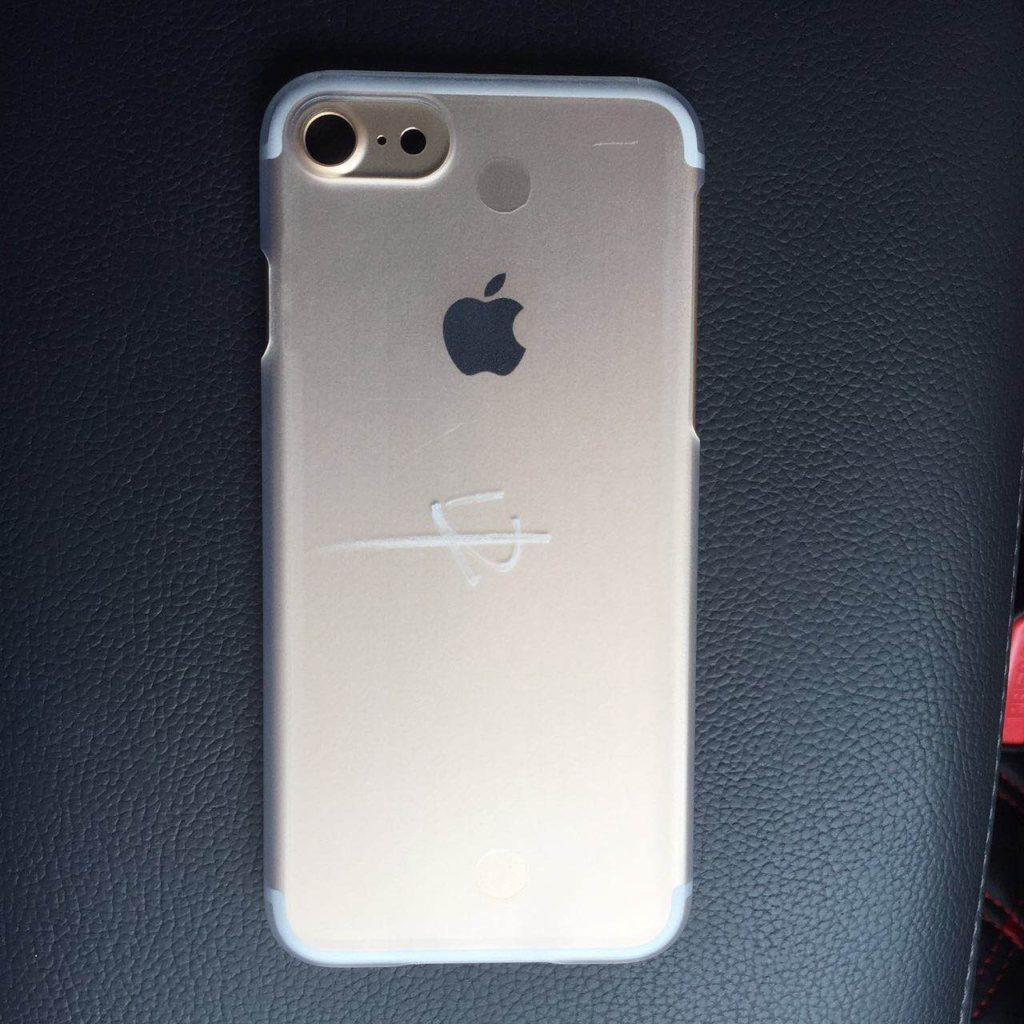 iPhone 7 2 haut parleurs.JPG 1024x1024 - iPhone 7 : une photo confirme l'arrivée d'un second haut-parleur