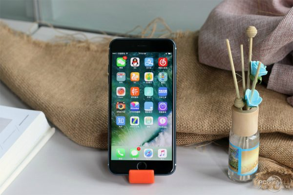 iPhone 7 Plus Bleu Nuit 4 - iPhone 7 Plus : des photos d'un modèle bleu nuit fonctionnel