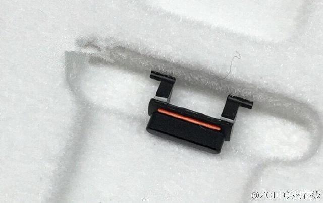iphone 7 bouton vibreur noir sideral - iPhone 7 noir sidéral : une photo du bouton vibreur publiée sur Weibo