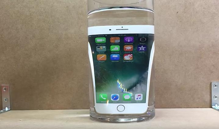 iPhone 7 : nouveaux tests de résistance (eau, café, soda & chutes)