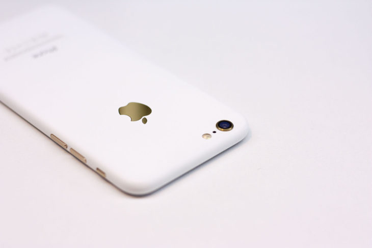 Customisation : un iPhone 6 blanc mat aux allures d'iPhone 3G