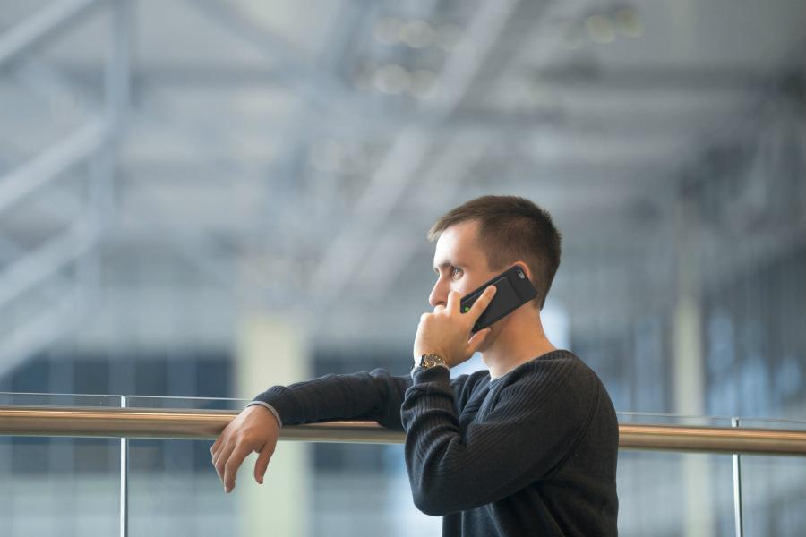 Powerbank UPM700 homme  - Exelium : la recharge sans fil sur iPhone (+ code promo !)