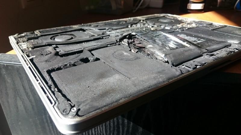 MacBook Pro Retina batterie explose 2 - Récit : la batterie de son MacBook Pro Retina 2015 explose