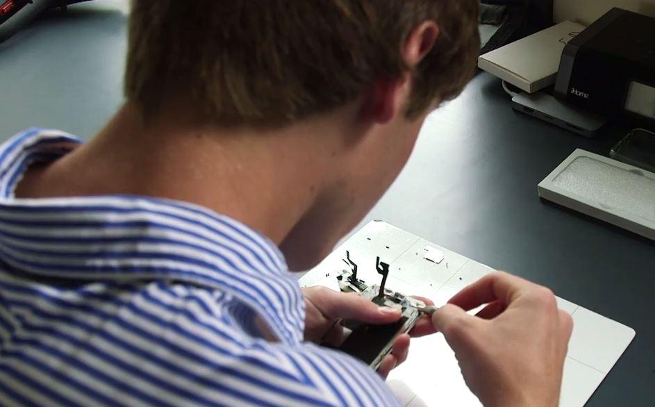 Grayson Shaw repare iphone - À 16 ans, il a gagné 24 000 dollars en un été en réparant des iPhone