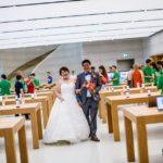 Singapour : un couple réalise ses photos de mariage dans un Apple Store