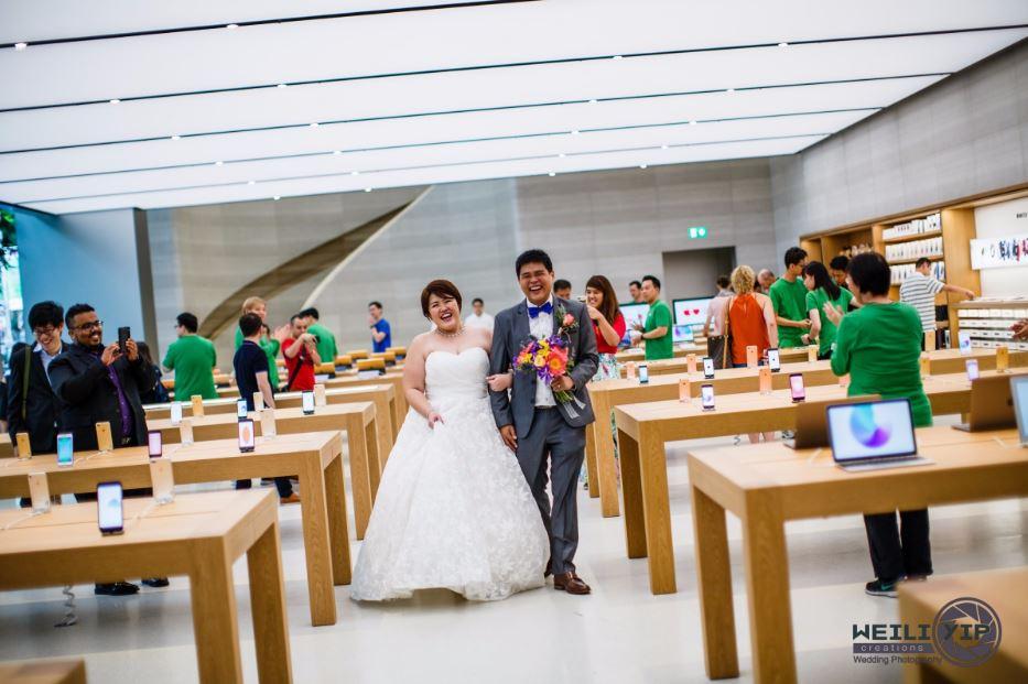singapour photos mariage apple store couple - Singapour : un couple réalise ses photos de mariage dans un Apple Store