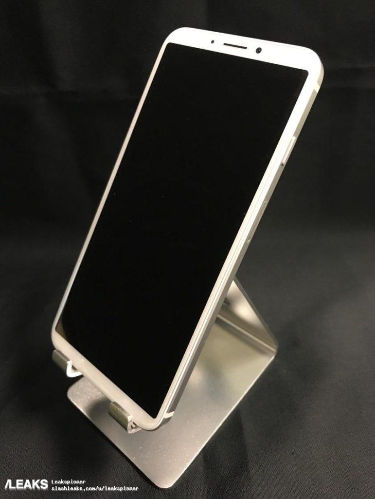 slashleaks maquette iphone 8 suspecte 771x1024 - iPhone 8 : une maquette suspecte avec le Touch ID à l'arrière
