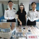 Chine : la douane arrête une femme transportant illégalement 102 iPhone