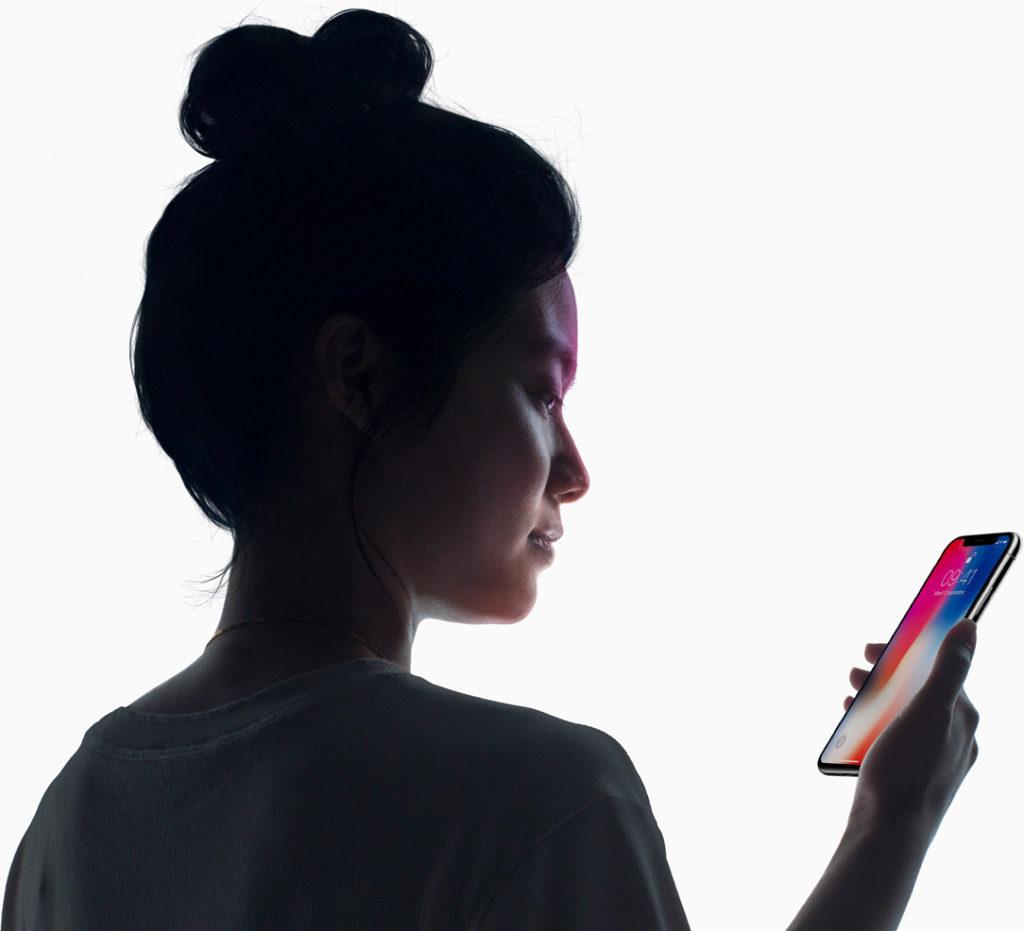 face id iphone x femme 1024x931 - iPhone de 2018 : tous les modèles devraient embarquer Face ID