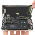 ifixit demontage iphone x batterie 150x150 - De l'iPhone Edge à l'iPhone 8, l'évolution des composants en photos