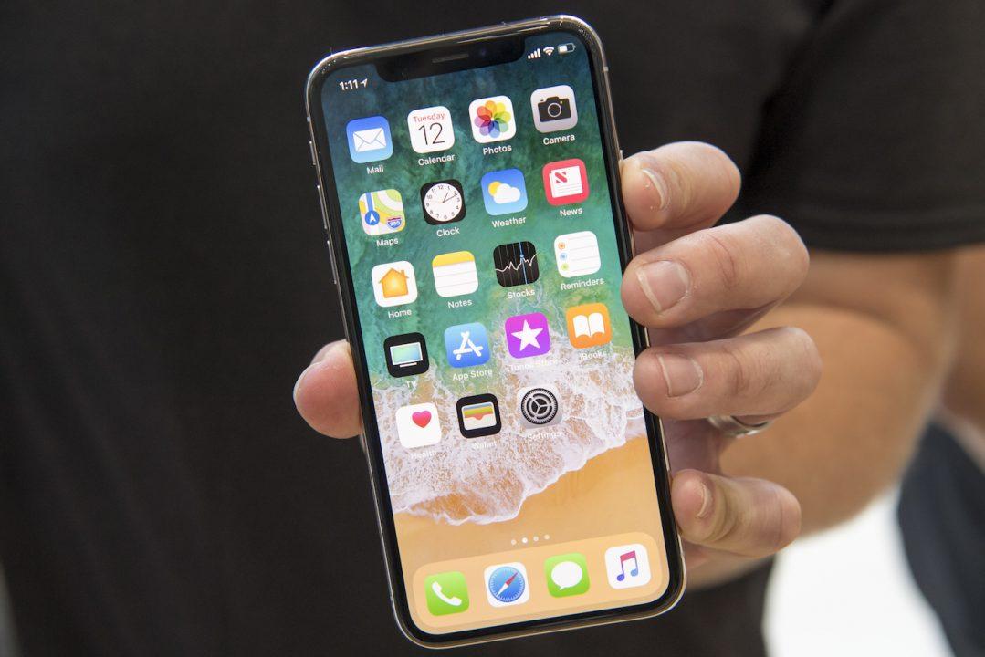 ecran iphone x - iPhone OLED (2018) : Samsung & LG se partageraient les écrans
