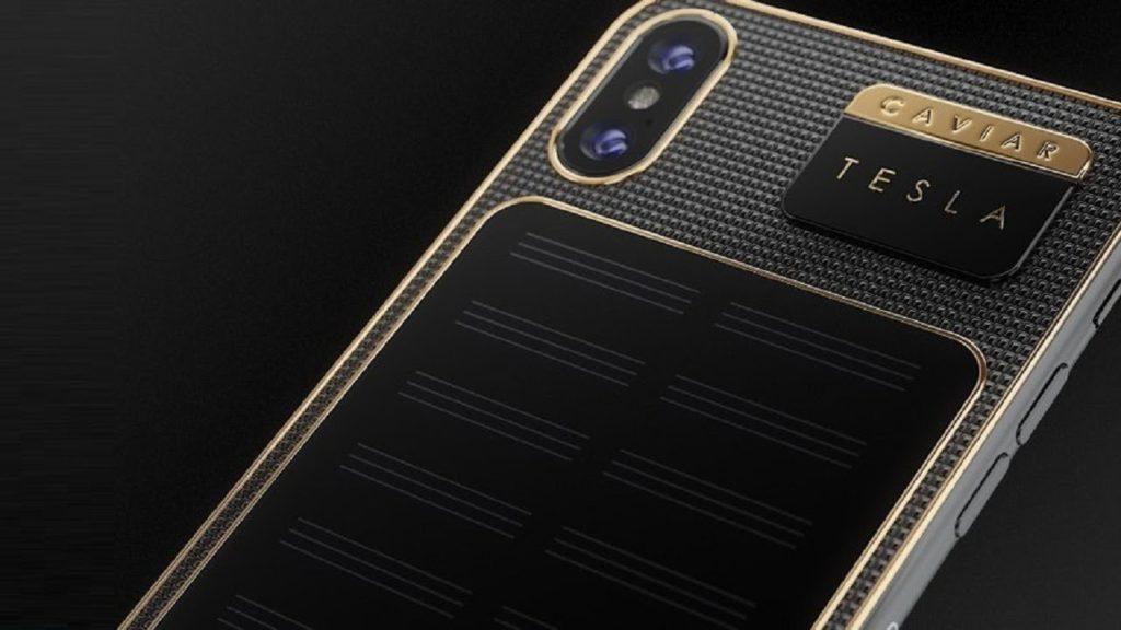 iPhone X Tesla Caviaer 1024x576 - Insolite : un iPhone X Tesla avec panneau solaire à 4900 dollars