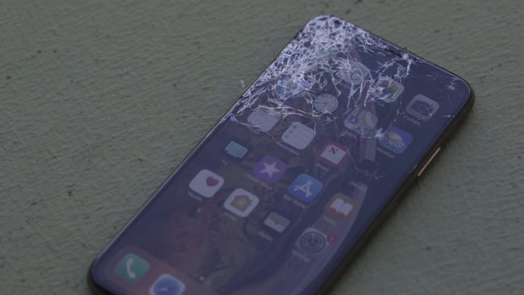 iPhone XS Max Ecran Fissure 739x416 - iPhone XS vs iPhone XS : un premier drop test encourageant