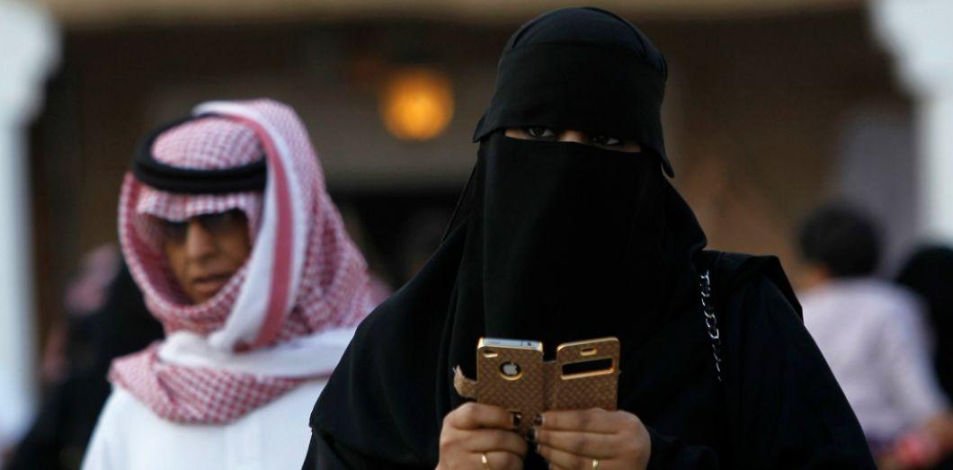 femme arabie saoudite - Google et Apple refusent de supprimer l'app traquant les femmes saoudiennes