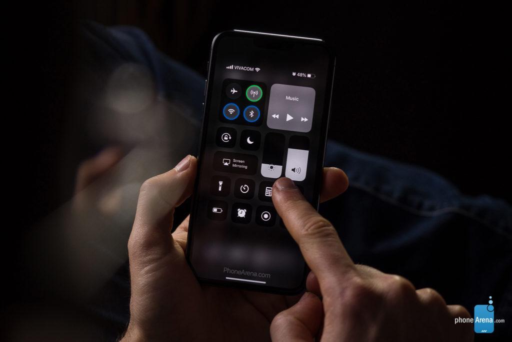 iPhone 11 XI rendu 3D sombre iOS 13 3 1024x683 - iOS 13 : un rendu 3D du mode sombre sur l'iPhone XI