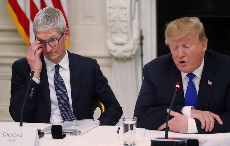 tim cook trump - Donald Trump commet une bourde et appelle Tim Cook… Tim Apple