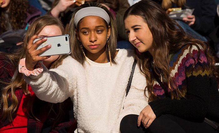 Adolescents iPhone 7 Plus Selfie - 86% des adolescents américains veulent un iPhone