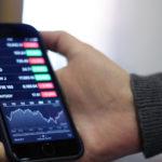 bourse iphone smartphone 150x150 - Le marché des smartphones subit une chute historique de ses ventes