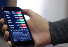 Les ventes de smartphones chutent comme jamais
