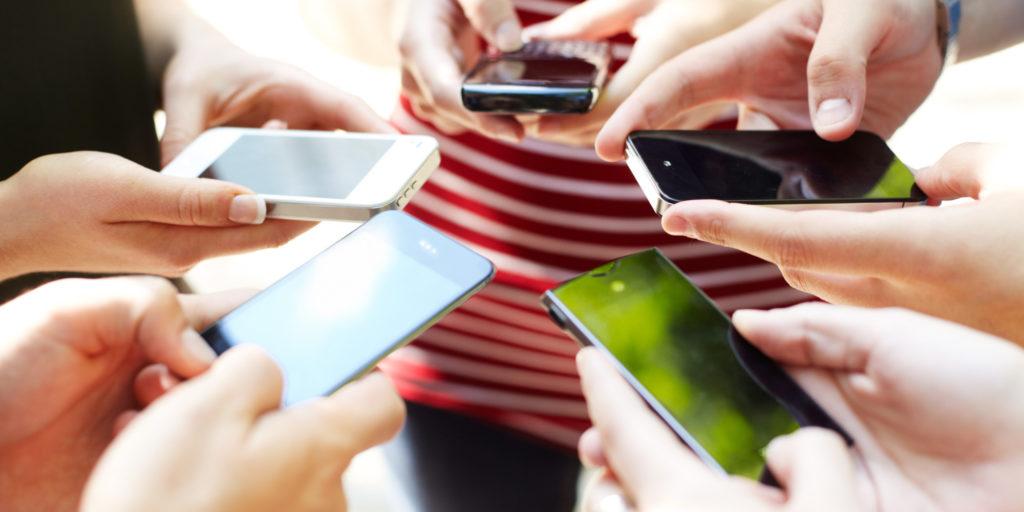 addiction smartphone 1024x512 - Infographie : l'addiction au téléphone dans le monde