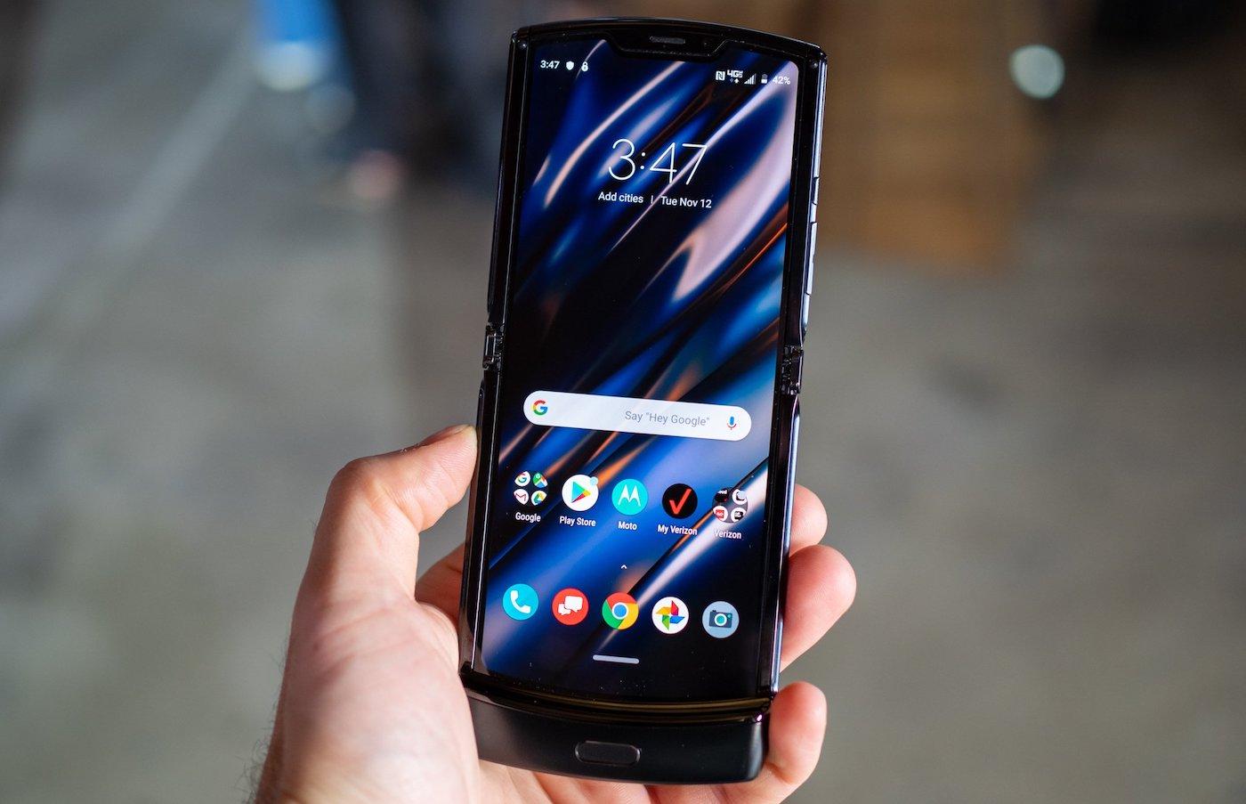 Motorola RAZR Ecran - Motorola annonce un (très cher) smartphone pliable… à clapet
