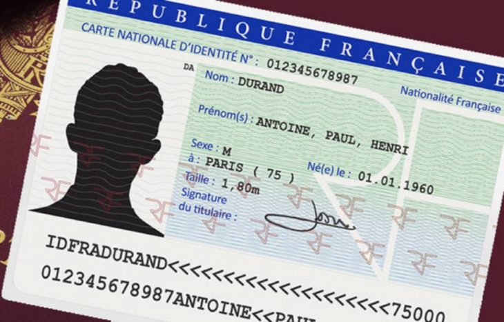 Nouvelle carte d'identité en 2021 : puce sans contact et format carte bancaire