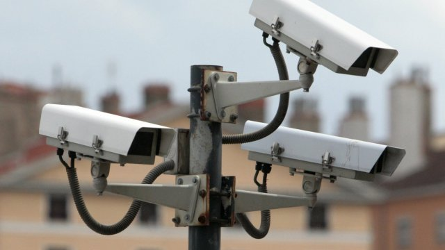 camera - Le gouvernement français veut tester la reconnaissance faciale dans les lieux publics