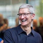 Tim Cook Sourire Exterieur 150x150 - Apple Stores : 12,3 millions de $ de bonus pour la nouvelle patronne