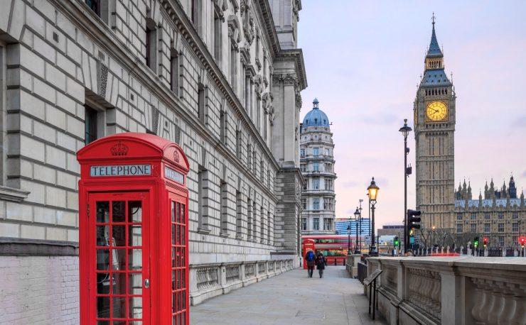 Avec le Brexit, les frais d'itinérance pourraient faire leur retour au Royaume-Uni