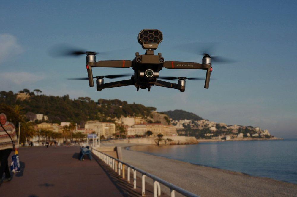 À Nice, un drone demande aux habitants de rester chez eux