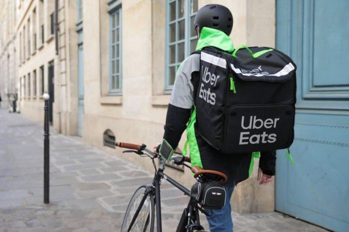 Uber Eats et Carrefour s'associent pour livrer vos courses à domicile