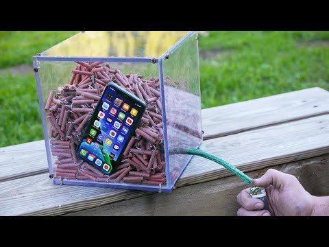 Il teste la solidité de l'iPhone 11 Pro face à un millier de pétards